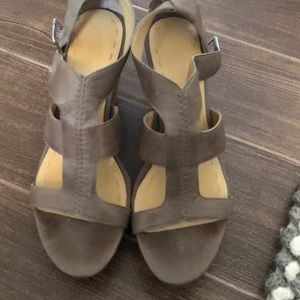 Nine West leather taupe wedges size 9